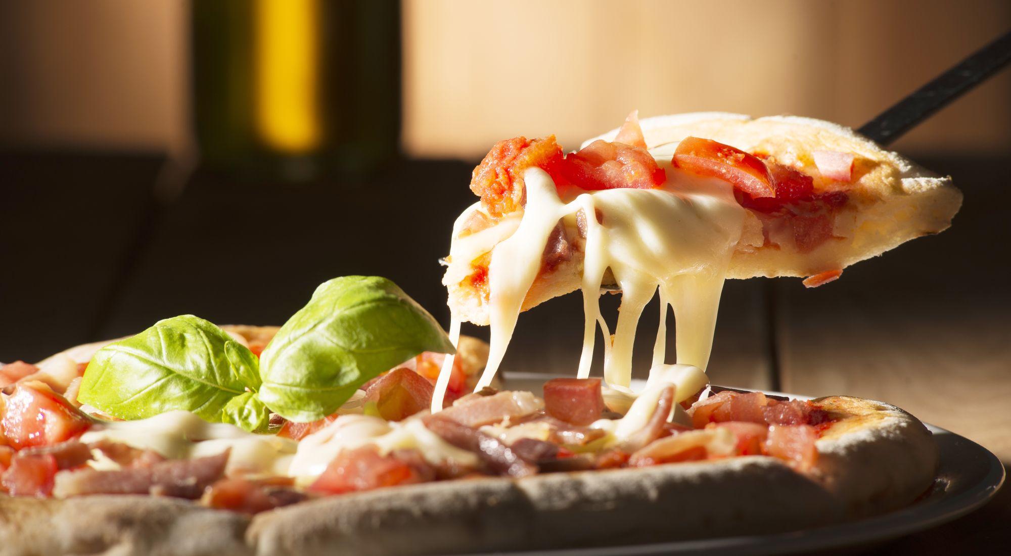 Pizza Vikend – Fast Food Bamboo – Uz dvije naručene male pizze treća GRATIS i za svaku naručenu veliku pizzu GRATIS coca cola od 1 L. Narudžbe putem telefona na broj 051/308 638 ili weba www.fastfoodbamboo.eu.