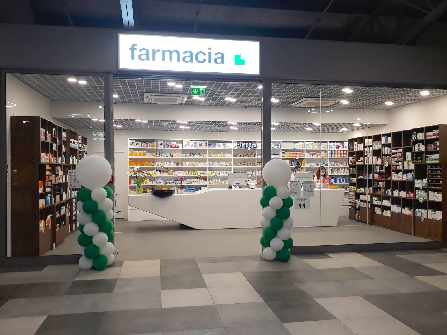 Otvorena Farmacia – na 1. katu do caffe bara